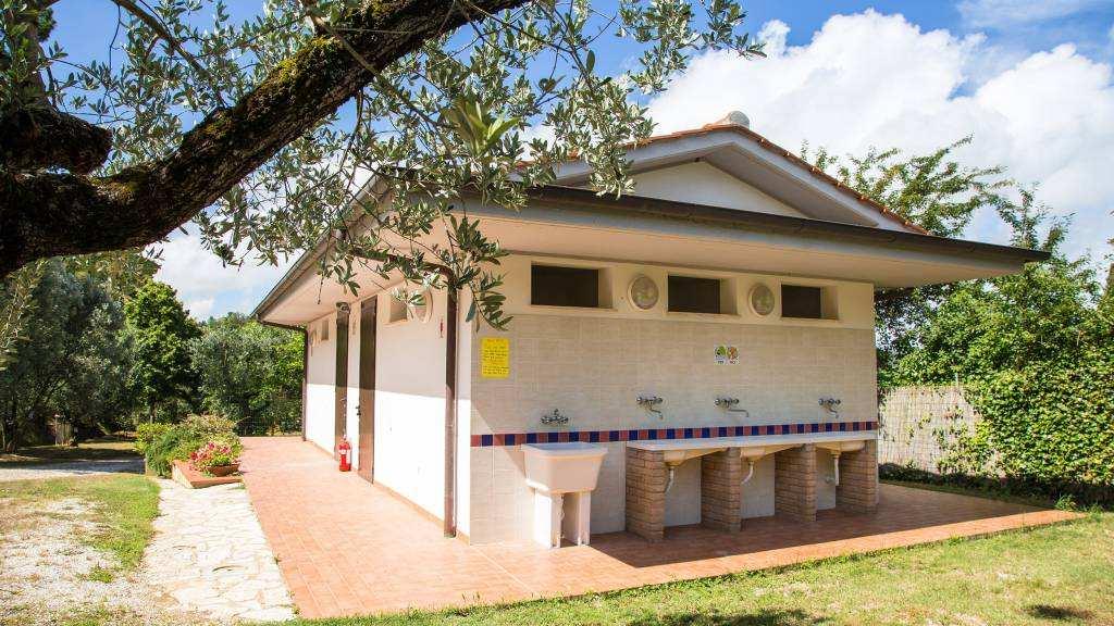 sanitairgebouw kleine camping Blucamp
