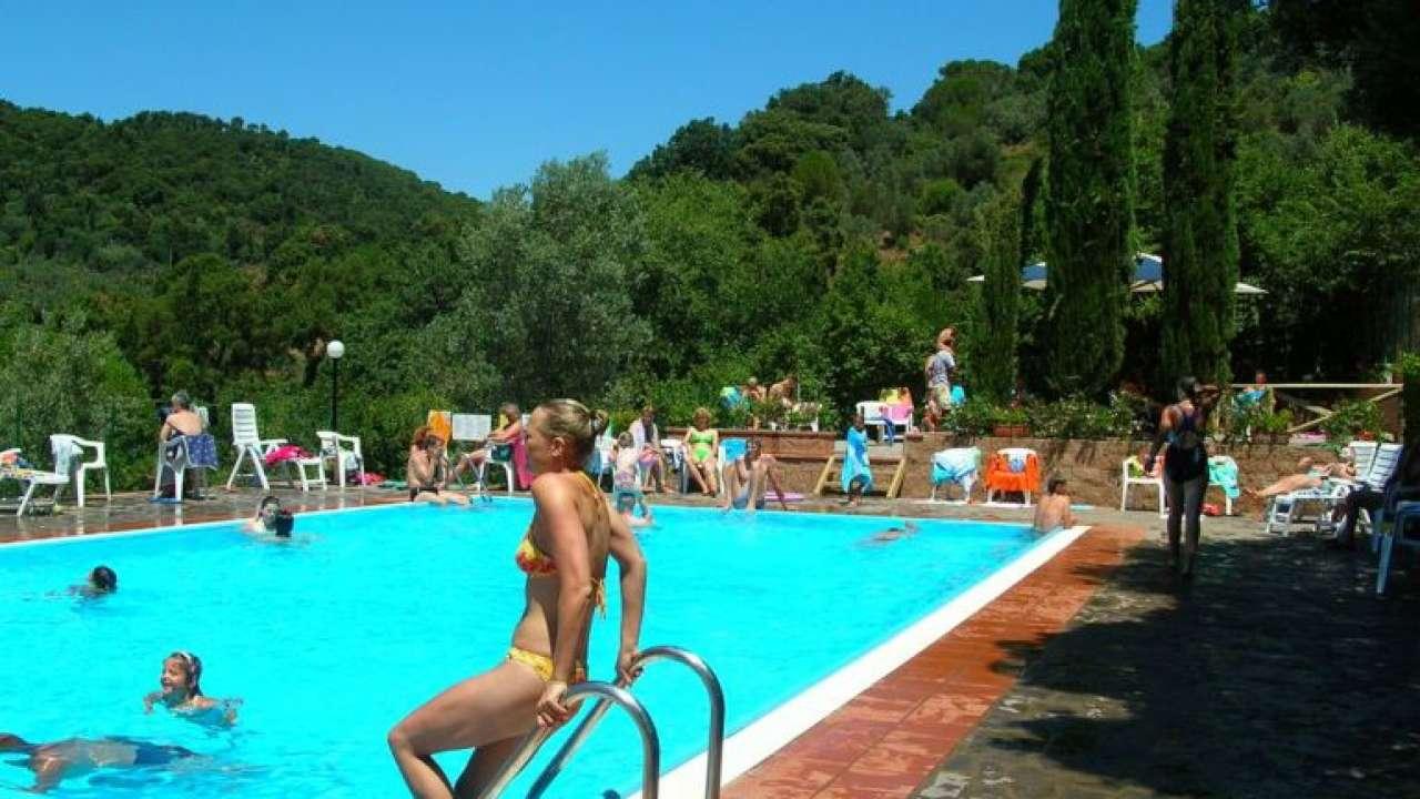 zwembad kleine camping Blucamp